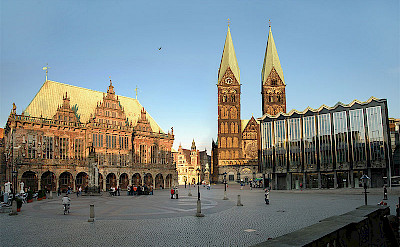 See the Rathaus and Dom on your bike tour in Bremen - photo by Klaus Grunberg