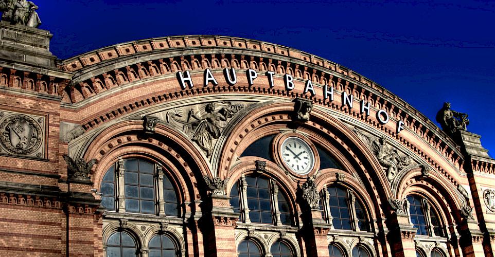 Bremen Hauptbahnhof (Train Station) - photo via Flickr:Maschinenraum