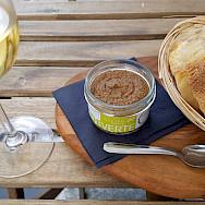 Wine break in Avignon, France. Flickr:Herbert Frank