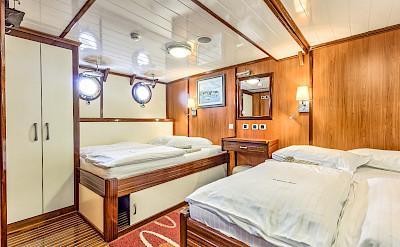 Triple cabin - Princess Diana - Bike & Boat Tours