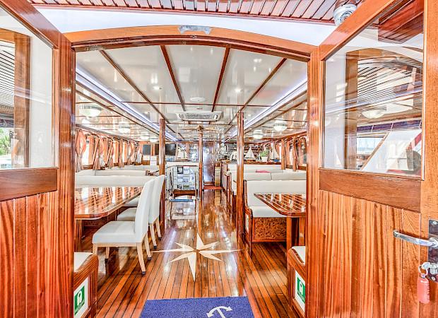 Dining - Princess Diana - Bike & Boat Tours