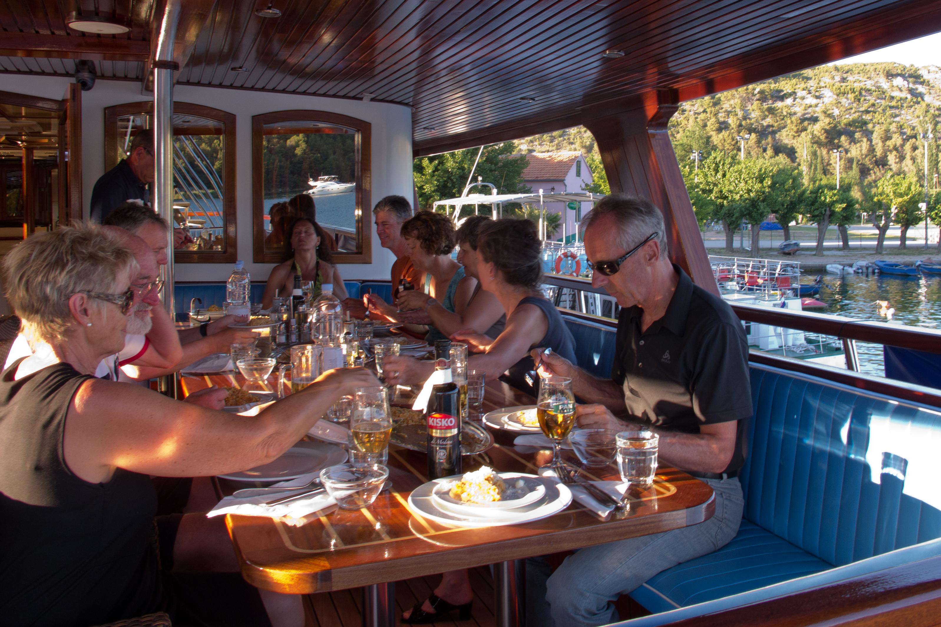 #977E34 Princess Diana passeio de bicleta   barco Tripsite Comfort  3195x2130 px tamanho banheiro adaptado
