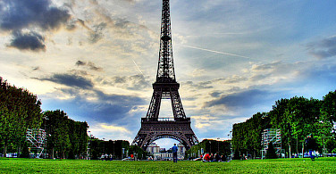Eiffel Tower in Paris - photo via Flickr:Al lanni