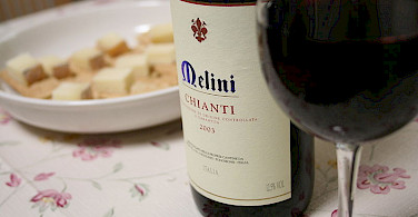 Yummy Chianti with dinner! Photo via Wikimedia Commons:matsuokakohei