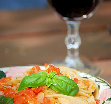 Tagliatelle with some great Italian wine! Photo via Flickr:kochtopf