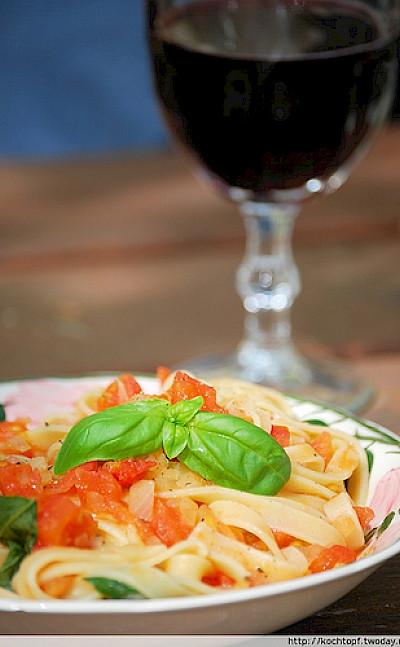 Tagliatelle with some great Italian wine! Photo via Flickr:kochtopf