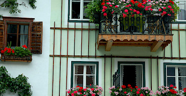 Typical Austrian facades. Hallstatt, Austria. Photo via Flickr:chany crystal