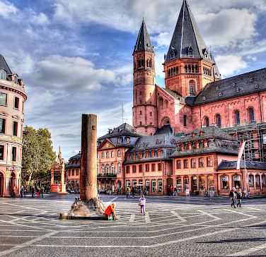 Mainz's famous Cathedral Hohe Domkirche, Germany. Photo via Flickr:Polybert49