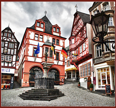 Still quiet in the Marktplatz of Bernkastel-Kues, Germany. Photo via Flickr:Bert Kaufmann