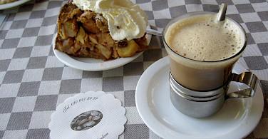 Typical Dutch coffee with 'gebakt'. Photo via Flickr:Efren Sanchez