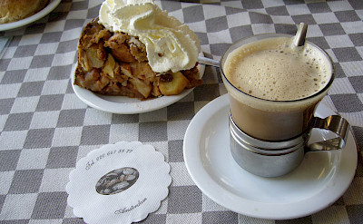 Typical Dutch coffee with 'gebakt'. Photo via Flickr:Efren Sanchez