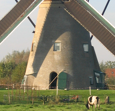 Kinderdijk, a UNESCO World Heritage Site, has many windmills, South Holland. Photo via Flickr:johnmcq