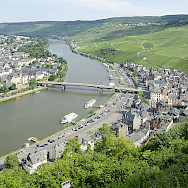 Bernkastel-Keus, a famous wine-growing region on the Mosel River in Rhineland-Palatinate, Germany. Wikimedia Commons:Peulle