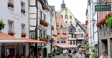 Shopping in Bernkastel-Kues, Germany. Photo via Flickr:Franz-Josef Molitor