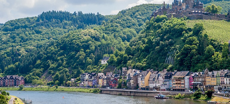 Cochem, Reichsburg Castle and the Mosel River in Germany. Photo via Flickr:Frans Berkelaar