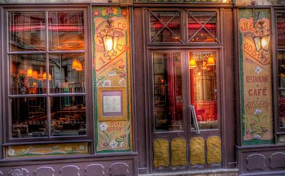 Bistro in Paris, France. Flickr:alainlm