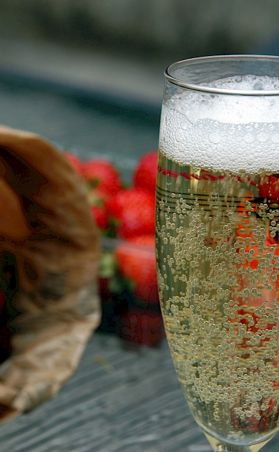 Strawberries and champagne in Epernay, France. Flickr:Pug Girl