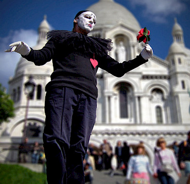 Miming in Montmartre in Paris, France. Photo via Flickr:Moyan Brenn