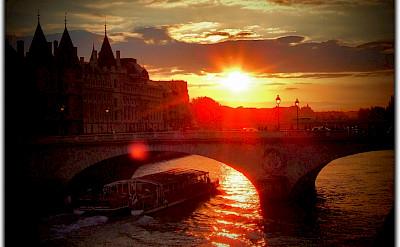 Sunset over the Seine in Paris, France. Flickr:Moyan Brenn