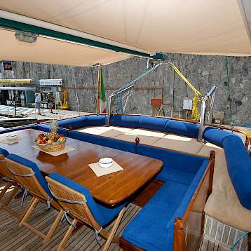 Caique Mariagiovanna - The sundeck aboard the Caique Mariagiovanna | Bike & Boat Tours