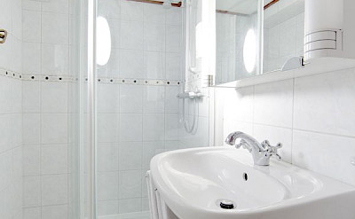 Bathroom - Magnifique | Bike & Boat Tours