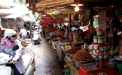 Food Market in Hanoi. Photo via Flickr:helpingmedia