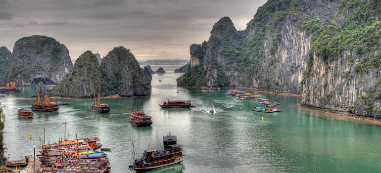 Ha Long Bay, Vietnam. Photo via Flickr:guido da rozze