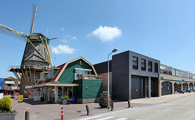 Biking through Aalsmeer, North Holland. Flickr:Benkraan Architecten BNA