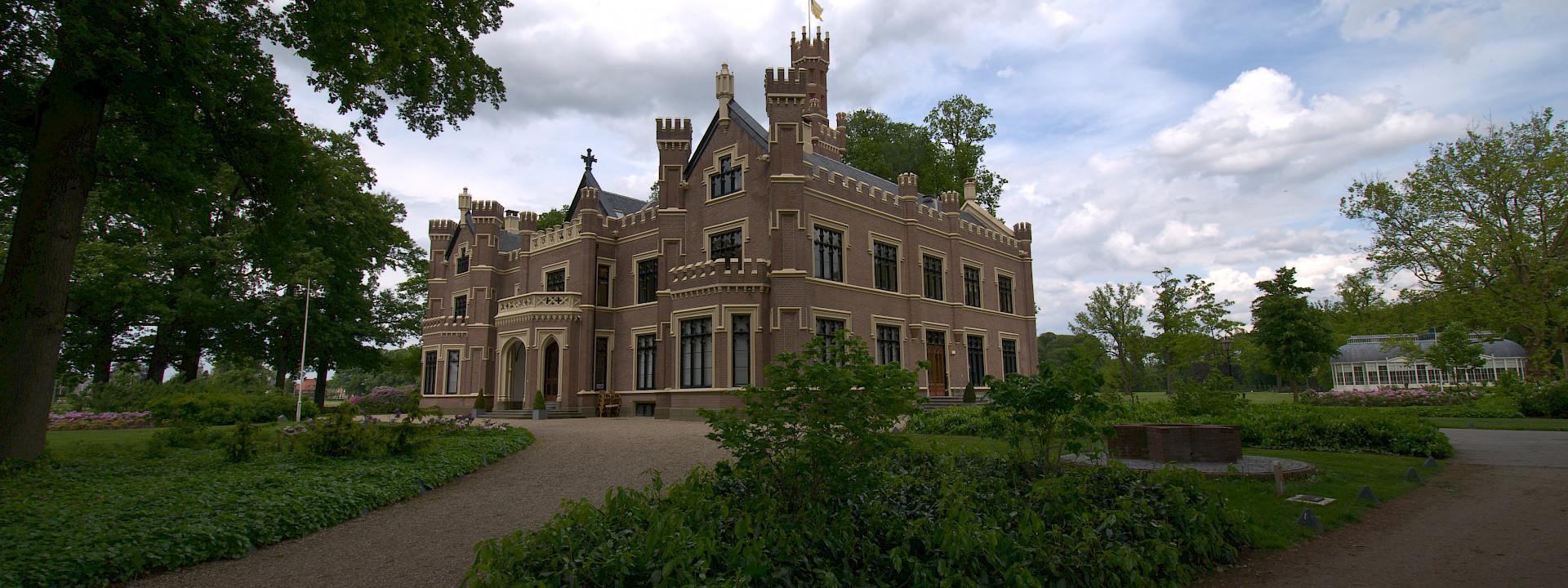 Schaffelaar Castle - Barneveld, Holland - photo by via Flickr: Ferdi's - World