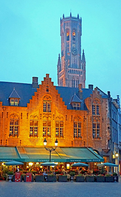 Burg Square in Bruges with many cafes. Flickr:Dennis Jarvis