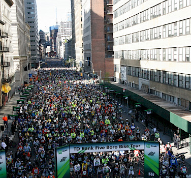 A sea of cyclists< courtesy of Bike NY