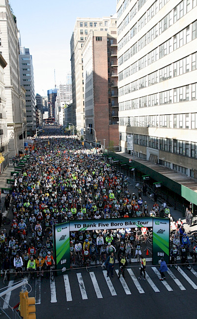 A sea of cyclists< courtesy of Bike NY