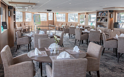 Lounge & Dining | De Holland | Bike & Boat Tours