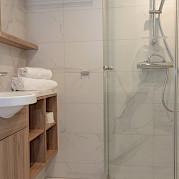 Bathroom | De Holland | Bike & Boat Tours