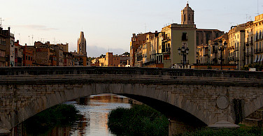Pont d'Isabel II o Pont de Pedra in Girona, Spain. Photo via Flickr:Teresa Grau Ros