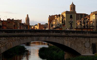 Pont d'Isabel II o Pont de Pedra in Girona, Spain. Photo via Flickr:Teresa Grau Ros