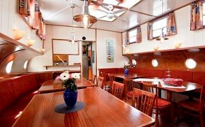 Dining area - La Belle Fleur | Bike & Boat Tours