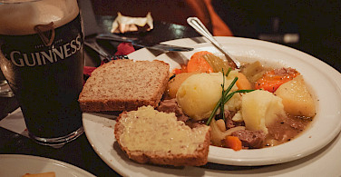 Irish stew, soda bread and Guinness to fuel the bike ride in Ireland. Flickr:daspunkt