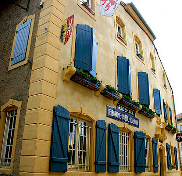Rodemack, France is famous for being a gorgeous town. Here its Post Office. Photo via Flickr:Gilles FRANCOIS