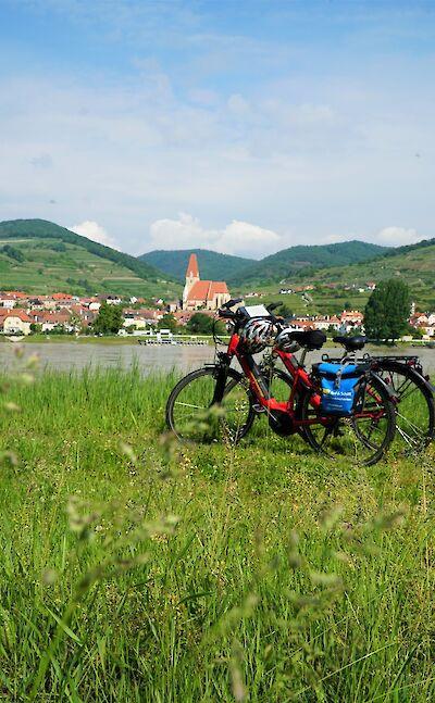 Biking along the Danube River in the Wachau Valley. ©TO