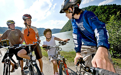 Family biking the Danube Bike Trail in Austria. Photo via TO:© Oberösterreich Tourismus / Weissenbrunner