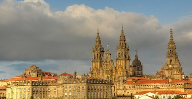 Santiago de Compostela is a sight to see on this Spain cycling tour. Photo via Flickr:Bernavazqueze