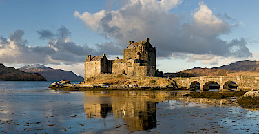 Eilean Donan Castle. Photo via Wikimedia Commons:Diliff