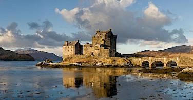 Eilean Donan Castle. Photo via Wikimedia Commons:Diliff