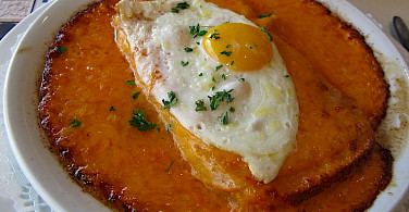 Welsh rarebit, or rabbit, with fried egg. Photo via Wikimedia Commons:Jiel Beaumadier