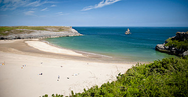 Broad Haven South Beach, Pembrokeshire. Photo via Wikimedia Commons:JKMMX