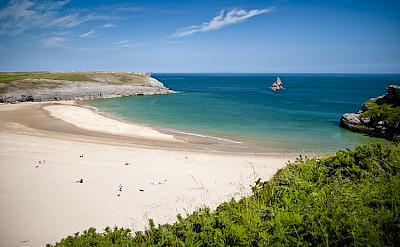 Broad Haven South Beach, Pembrokeshire. Photo via Wikimedia Commons:JKMMX