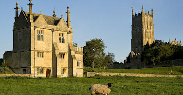 Banqueting House and St. James Church (a Wool Church), Cotswolds. Photo via Wikimedia Commons:Saffron Blaze