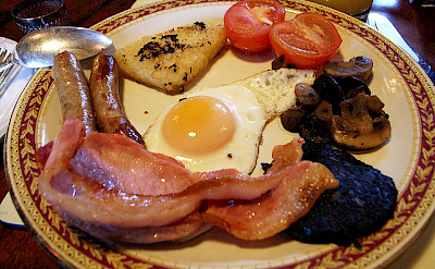 English breakfast, Cotswolds, England. Photo via Flickr:Chen Zhao