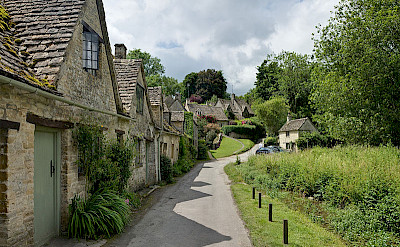 Row of cottages in the Cotswolds, England. Photo via Wikimedia Commons:Diliff